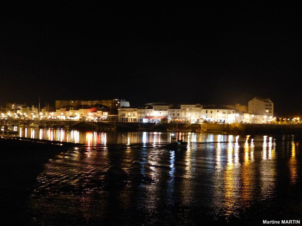 L'entrée du Port des Sables d'Olonne la nuit
