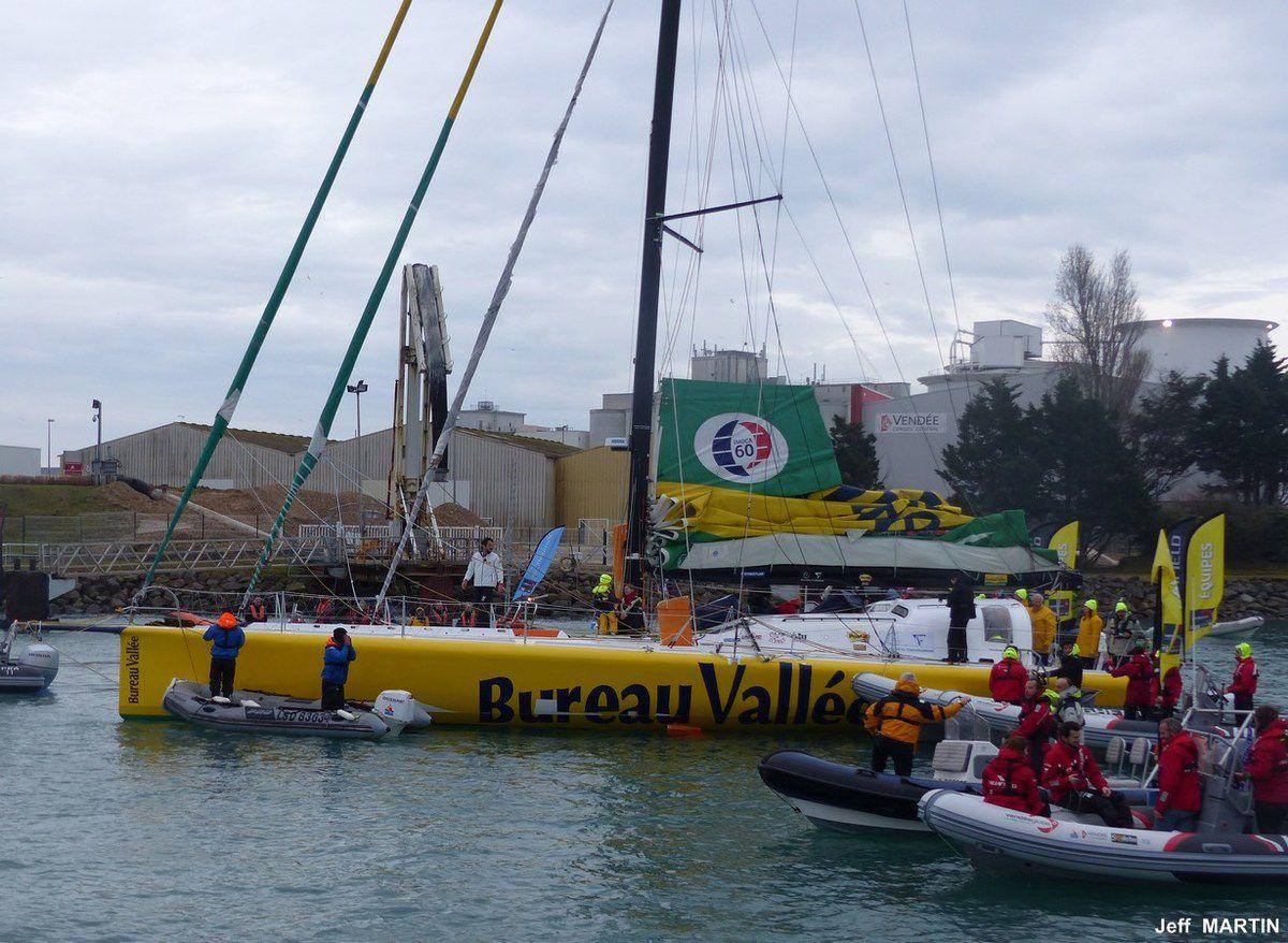 Vendée Globe : Photos de l'arrivée de Louis BURTON