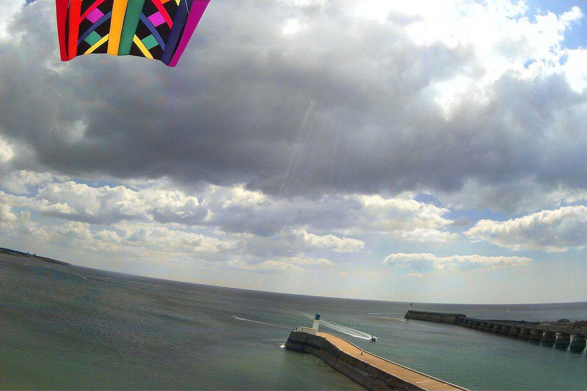&quot&#x3B;Kite Aerial Photography&quot&#x3B; : Le chenal du port des Sables vu par un cerf volant