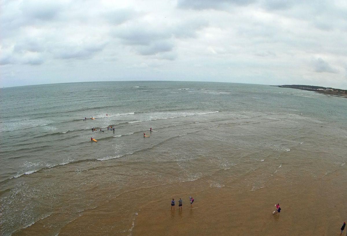 Photos aériennes école de surf sur la plage du Veillon à Talmont Saint-Hilaire