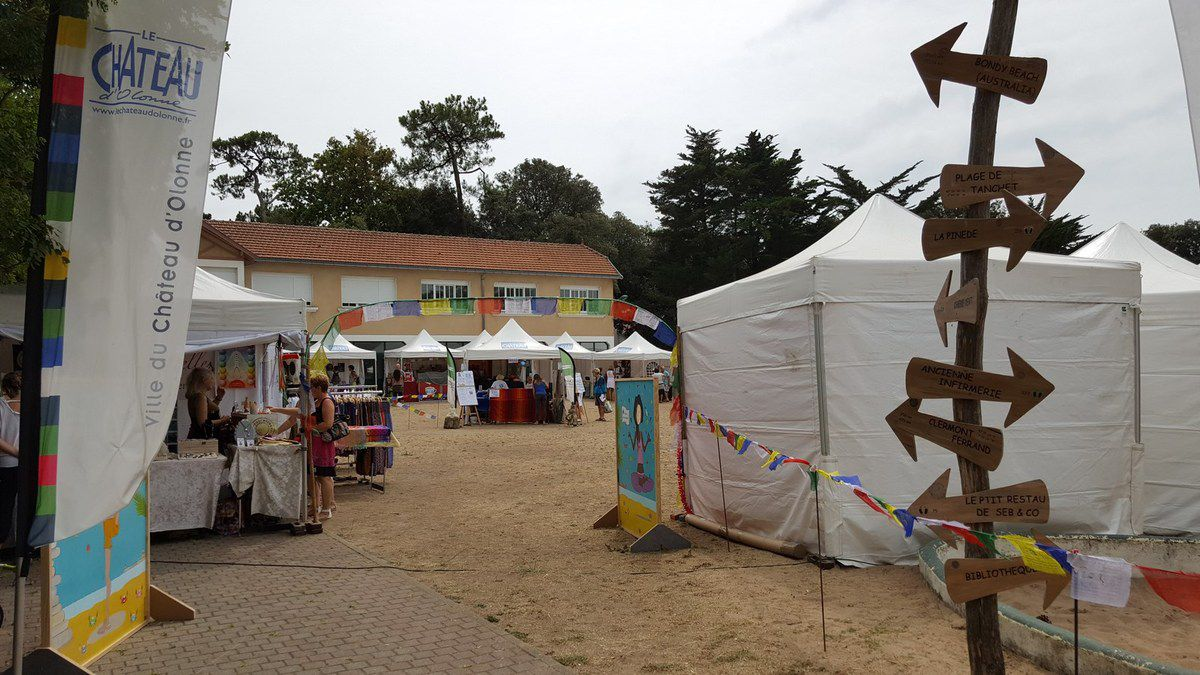 Photos salon du yoga au ch teau d 39 olonne la gazette des - Salon du camping car clermont ferrand ...