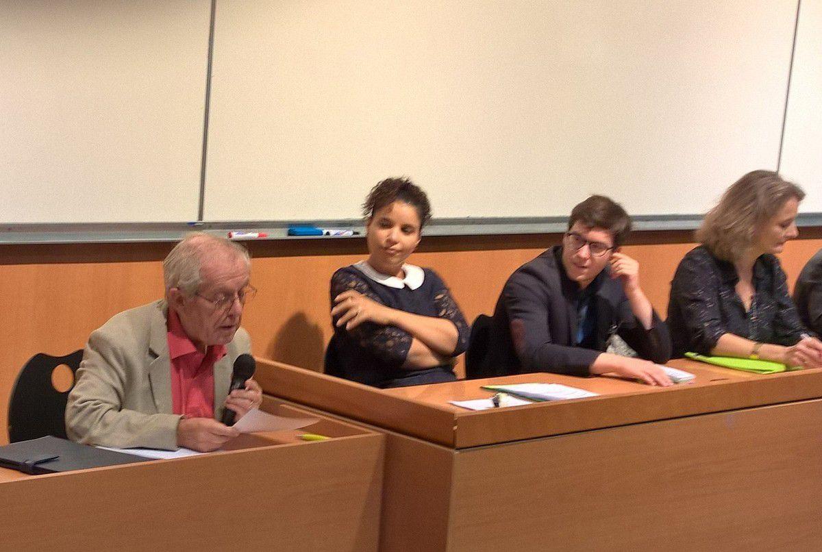 Michel Sorin, rendant compte des travaux de l'atelier Agriculture, le 27 septembre 2015, lors de l'université de rentrée du MRC, à Clermont-Ferrand (les autres rapporteurs sont Fatiha Boudjahlat, Paul Zurkinden et Martine Souvignet sous le contrôle de Catherine Coutard).