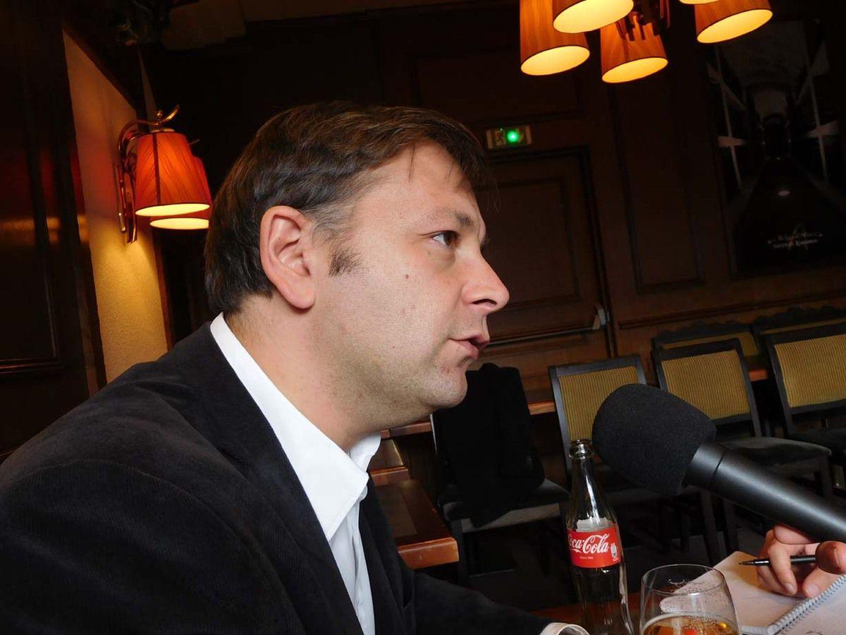 Bastien Faudot, le 8 novembre 2016 à Laval en Mayenne, répondant aux questions des journalistes