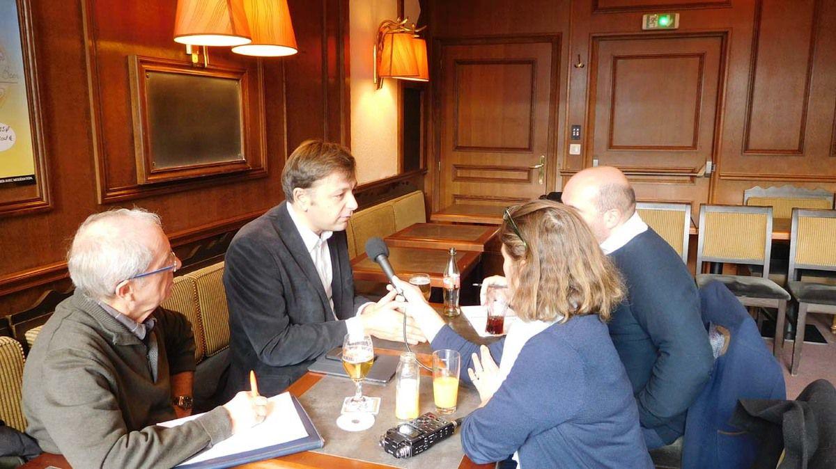 Bastien Faudot avec la presse lors de sa journée en Mayenne le 8 novembre 2016