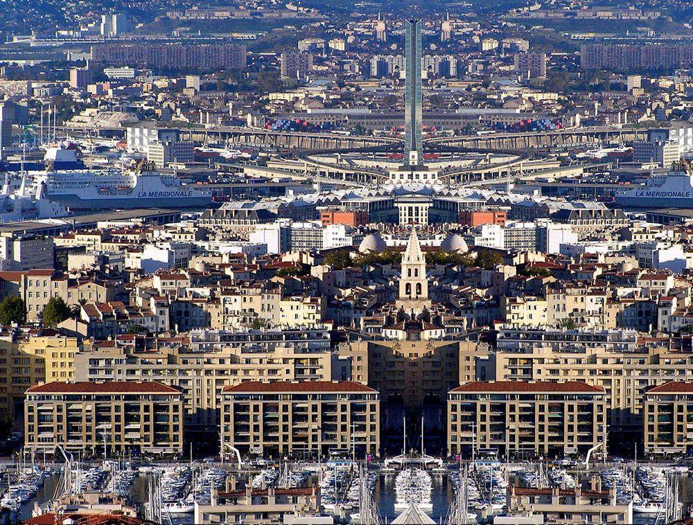 En ville : Marseille du Grand Leader.