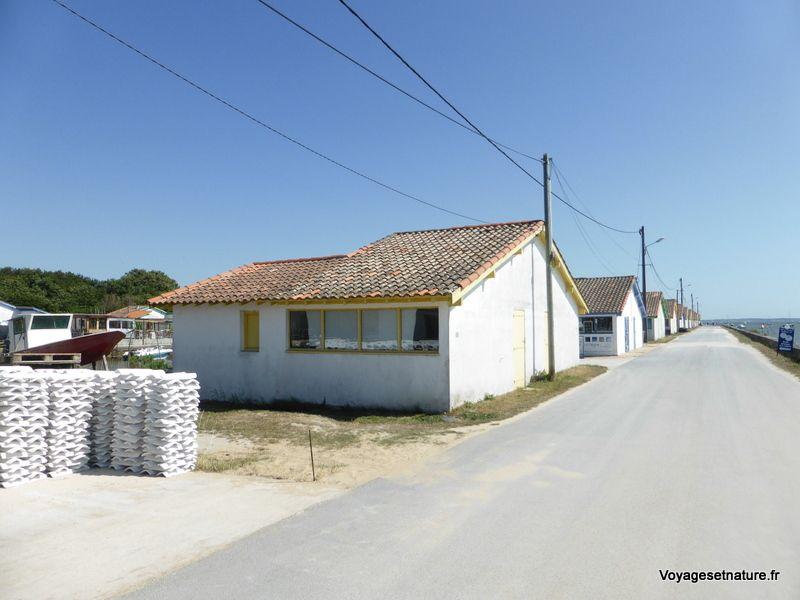 Cabanes ostréicoles d'Arès avec les tuiles chaulées