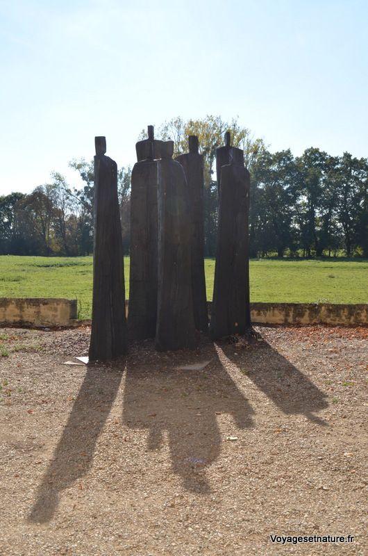 """Les 7 moines, oeuvre de Christian Lapie :  """" la permanence des ombres"""""""
