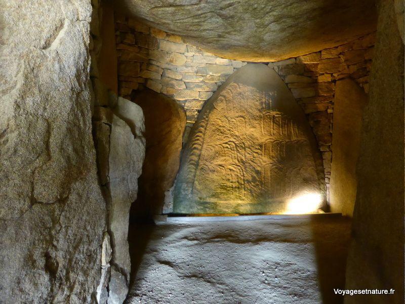 Gravures à l'intérieur du dolmen