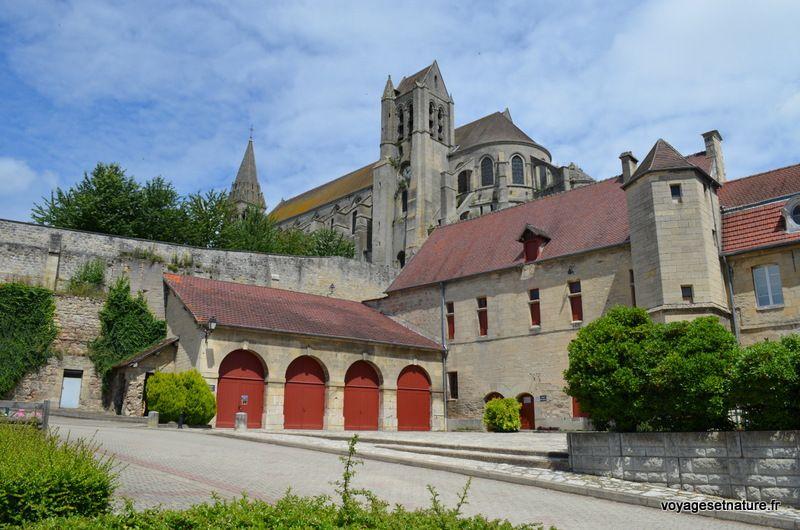 Village et ancien prieuré de St-Leu d'Esserent au bord de l'Oise
