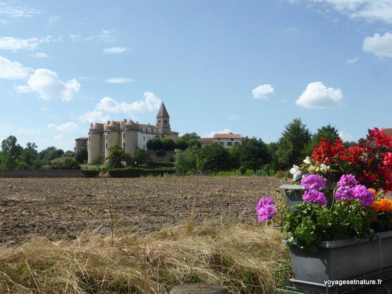 Village et prieuré de Pommiers (17) dans la plaine du Forez