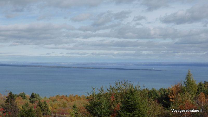 Vue sur l'île aux lièvres (entre St-Siméon et Rivière-au-Loup)