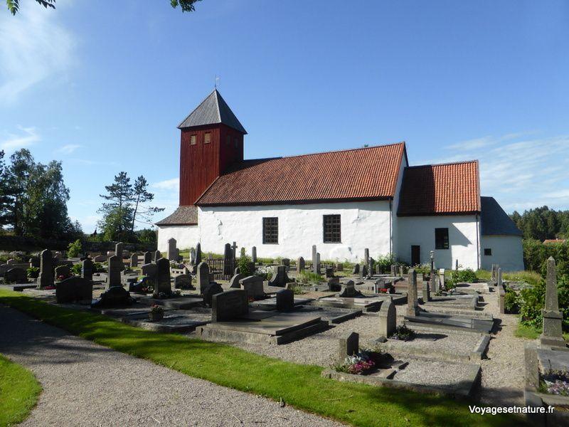 Halte près de l'église médiévale de Bokenas