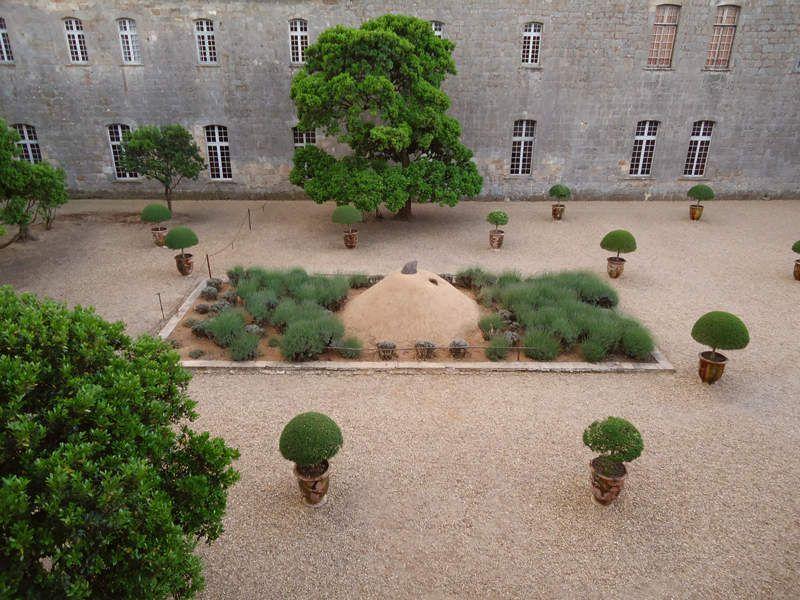 Taupologie de Fontfroide (terre et bronze / diam 450cm ; hauteur 175cm) Abbaye de Fontfroide