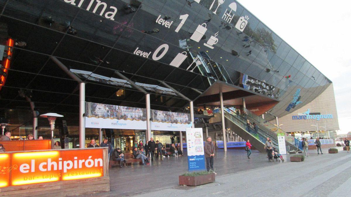 Et ainsi s'achevait notre premier jour à Barcelone: visite de la statue de Christophe Colomb, ainsi que le port de plaisance et le centre commercial de Maremagnum...