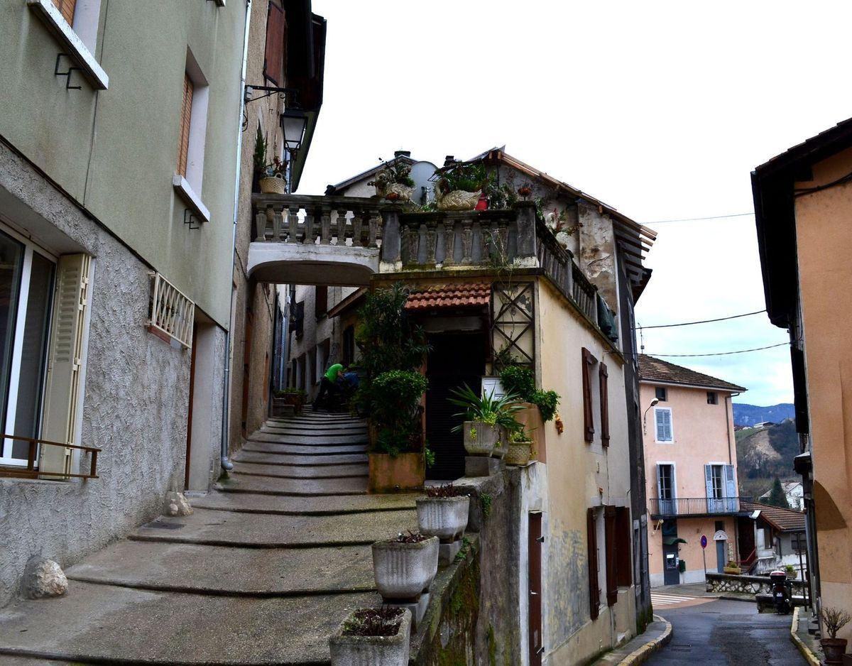 Promenade dans les ruelles anciennes de Pont-en-Royans...