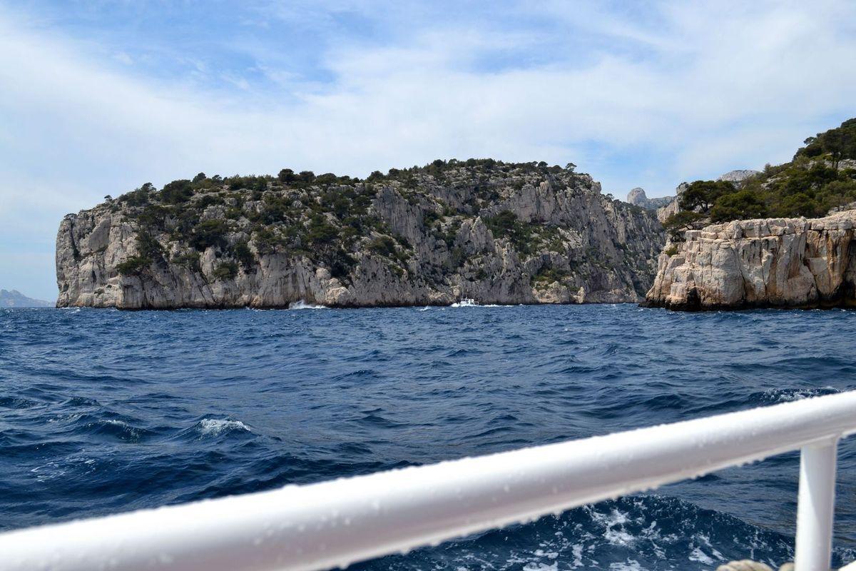 Visite de la calanque de Port-Pin... Vous avez vu la vague sur la photo ci-dessus, à droite?!