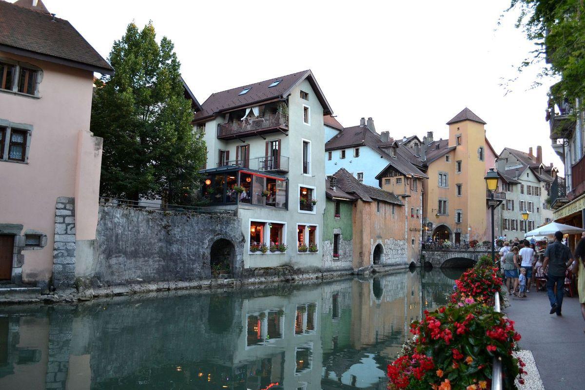 Crépuscule sur Annecy et restaurant...