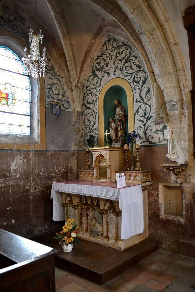 L'intérieur de l'Eglise de Malleval, trop joli. Il donne vraiement envie de venir y assister à une messe!