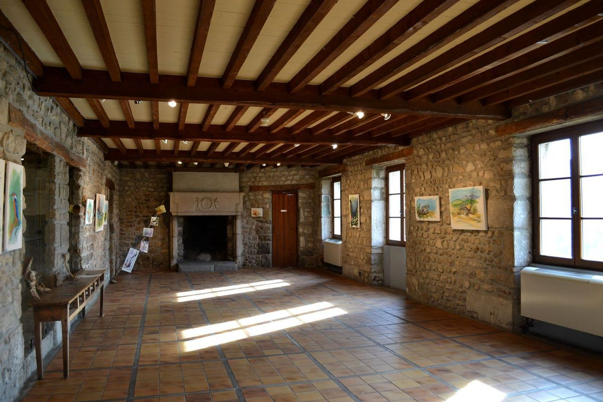 Le château du XIII ème siècle, qui accueille aujourd'hui des expositions, des ateliers peinture...