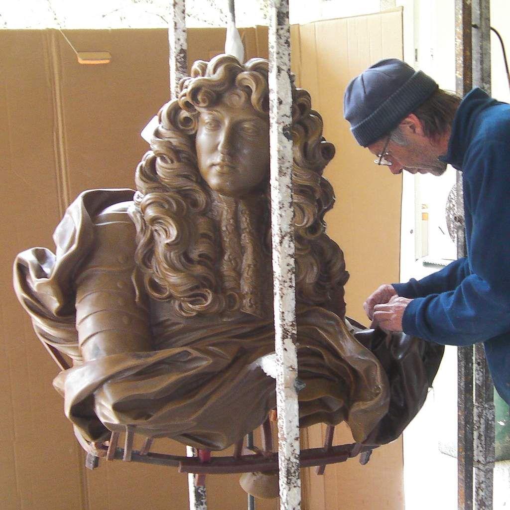 Le sublime bronze de Louis XIV prend forme