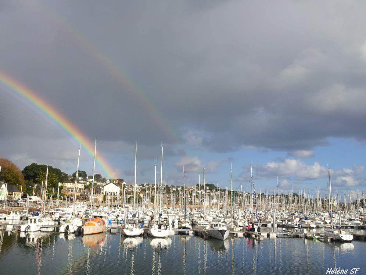 Port de Perros-Guirec (Bretagne) Une légende raconte qu'il y a un trésor au pied de l'arc-en-ciel...