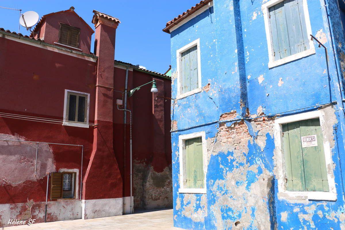 Burano adorable village tout en couleurs