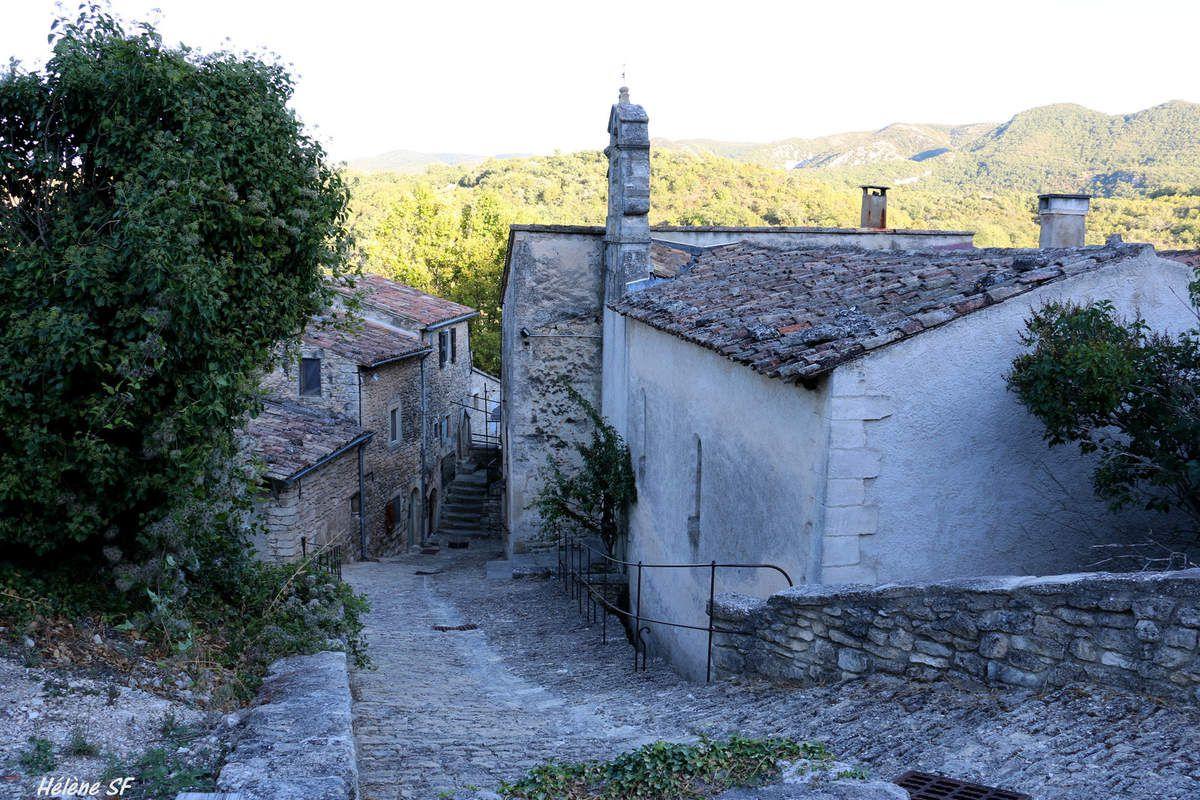 Petite pause dans le minuscule village de Buoux