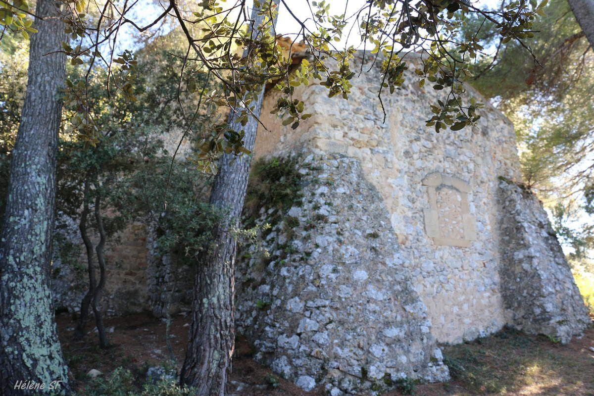 Jouques, balade à Notre Dame de Consolation, un ermitage au bord du plateau face à la vallée de la Durance