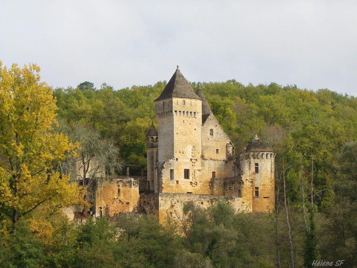 Le château de Laussel en face