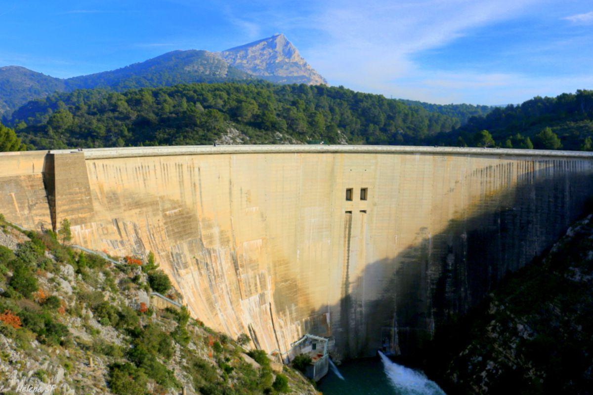 Le barrage de Bimont depuis le parking