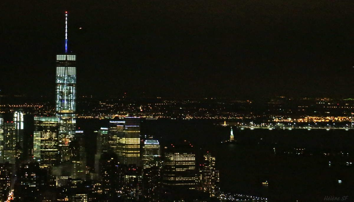 A gauche du One World Trade Center, la Liberty Lady