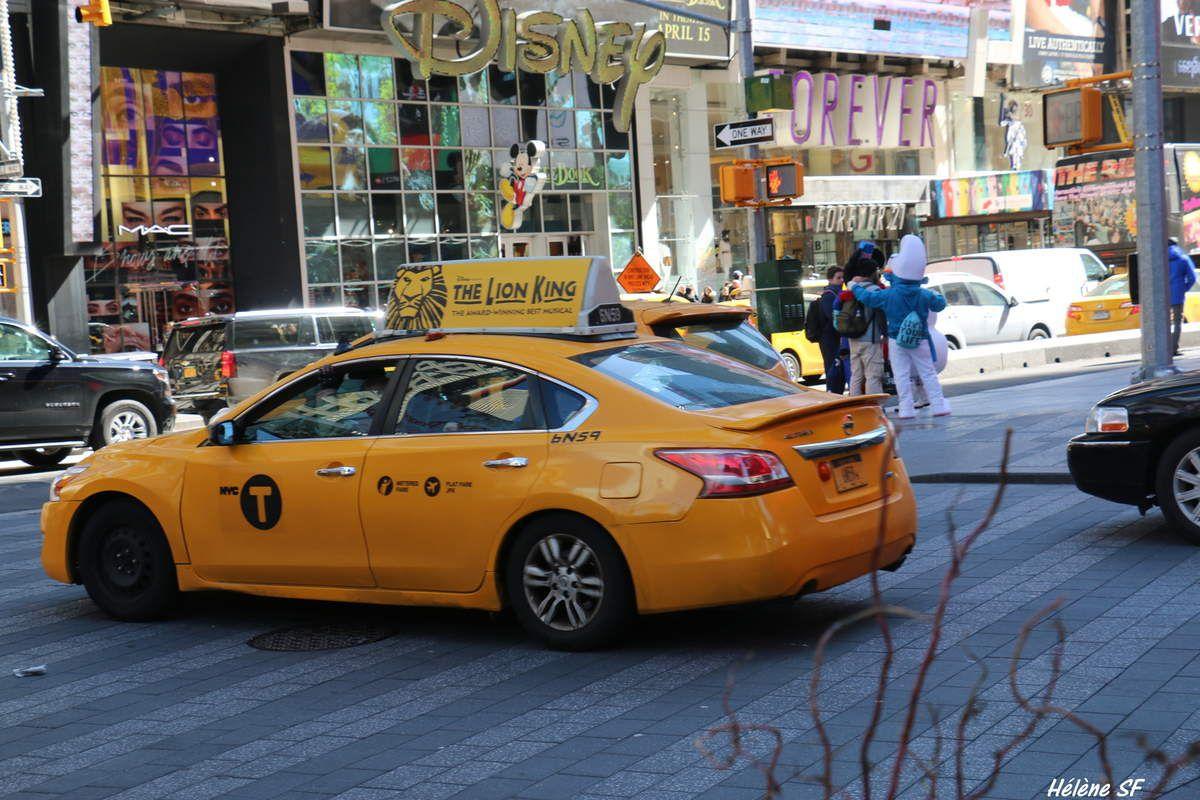 Taxis jaunes, yellow cab, collection de photos et la réponse à cette question: un taxi new-yorkais peut-il prendre 4 ou 5 passagers?
