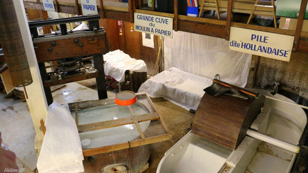 Fontaine de Vaucluse: visiter le moulin à papier et apprendre à faire du papier artisanal