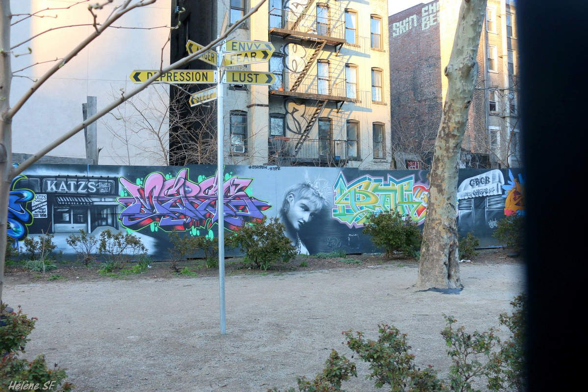 New York: East Village et Lower East Side, ambiance au printemps par tous les temps et street art