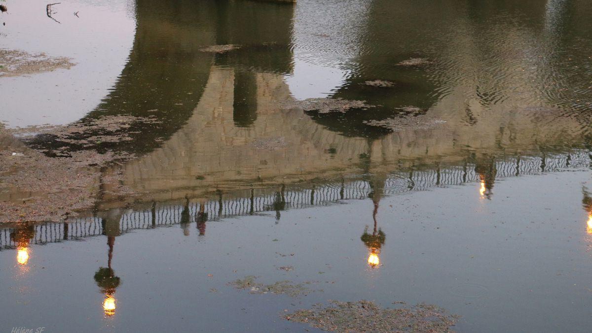 Balade le long du Vidourle pour admirer le pont habité de Sommières