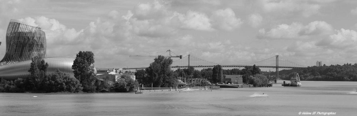 Cité du vin et pont d'Aquitaine vus depuis le pont J Chaban Delmas