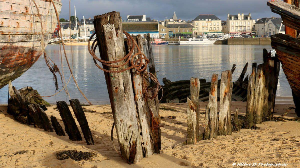 Ria d'Etel, balade entre les épaves du cimetière de bateaux du Magouër