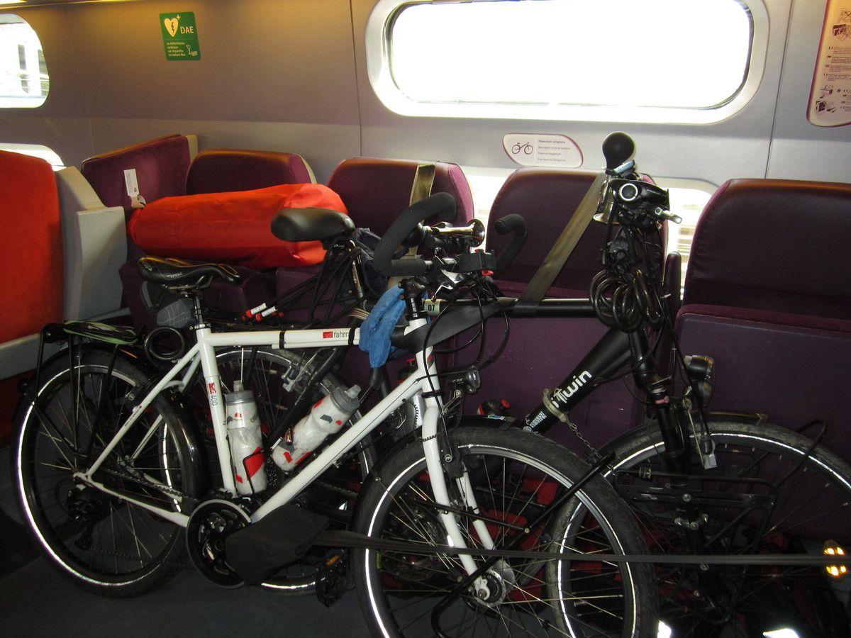 TGV...l'habituel compartiment à vélos, situé juste derrière la loco..