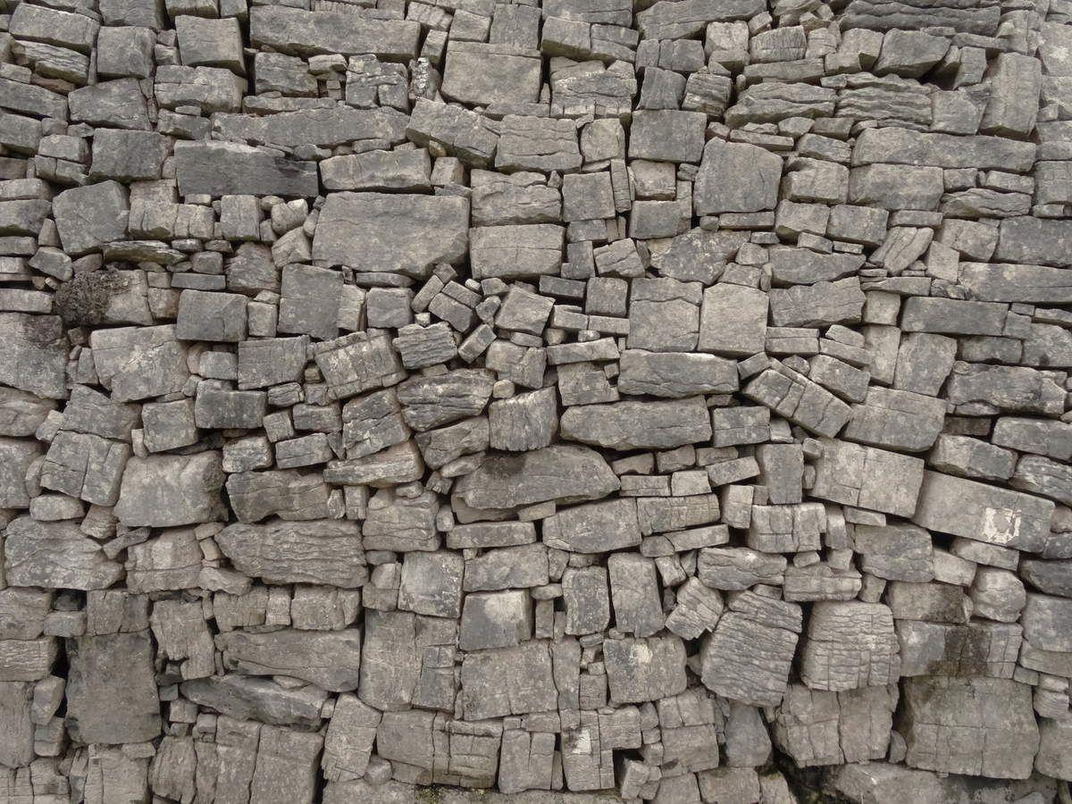 Détail du mur d'enceinte intérieur du fort. Environ 6 500 tonnes de pierres...