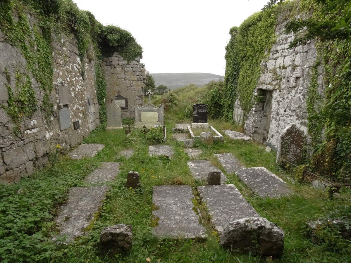 Les ruines de l'église de Bishop's Quarters.