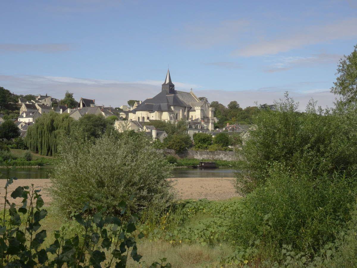 La Vienne et l'église St Martin à Candes