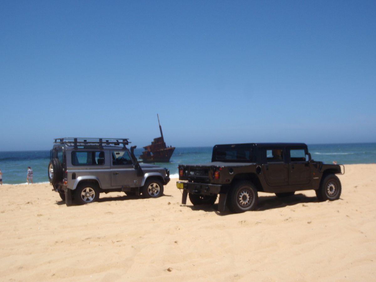 Le Hummer de Brendon devant une épave... Ouuuaaaahhhhh... Il y a de l'histoire aussi en Australie...