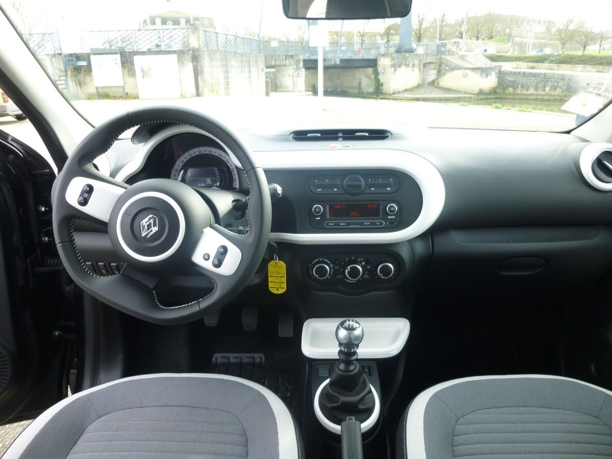 Stunning renault twingo interieur photos trend ideas for Interieur twingo 2