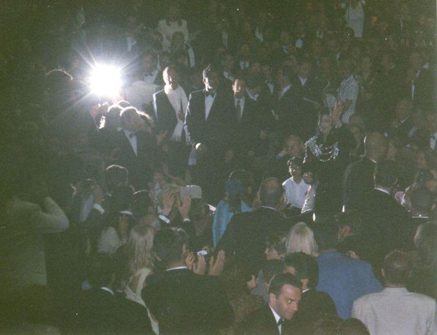"""J'ai eu le privilège d'assister dans le Grand Auditorium à la présentation du clip fleuve """"Ghosts""""... à quelques mètres de l'arrivée de Michael Jackson (levant le bras), dans une énorme bousculade de flashs (le mien en panne...) à l'intérieur du Palais."""