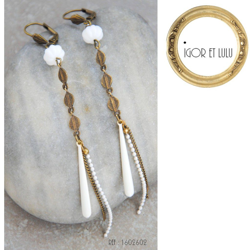 Boucles long 90 mm de la perle blanche jusqu'au bout de la chainette.Très légères!