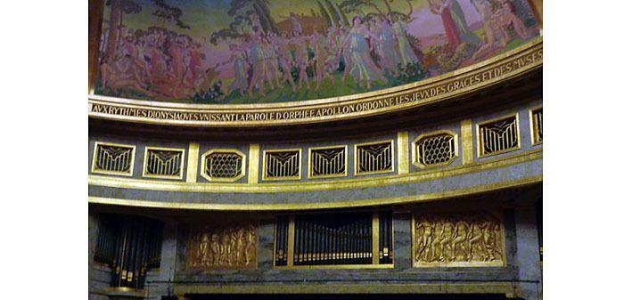 Décoration du théâtre au dessus de la scène