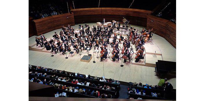 L'Orchestre national de France vu du premier rang du premier balcon, de face