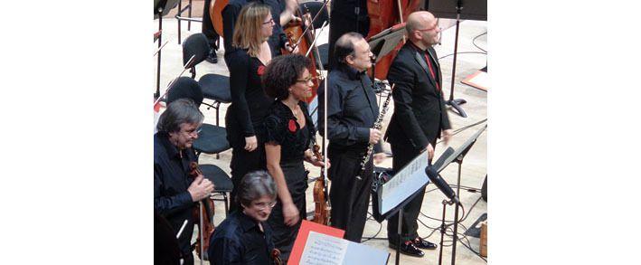 Le duo de solistes et le chef d'orchestre