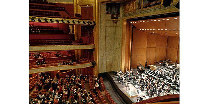 Théâtre des Champs Elysées vu de la place R16 au premier balcon