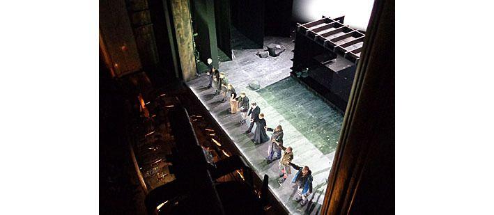 Les chanteurs et le chef à la fin de la représentation